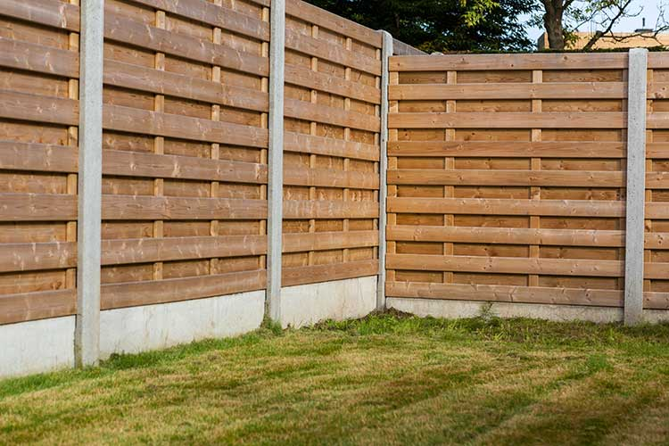 The best affordable modern fence for dogs dog training for Palissade en bois exterieur